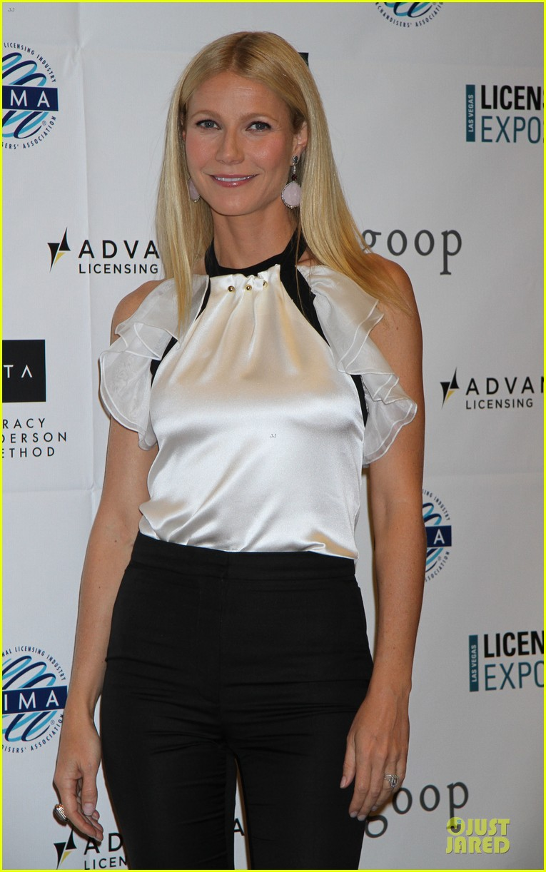 gwyneth paltrow licensing expo with tracy anderson 08