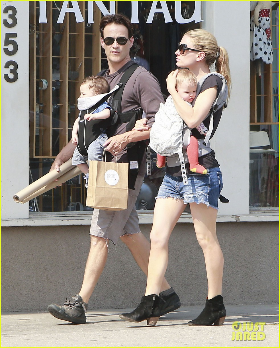 anna paquin stephen moyer lunch with charlie poppy 17
