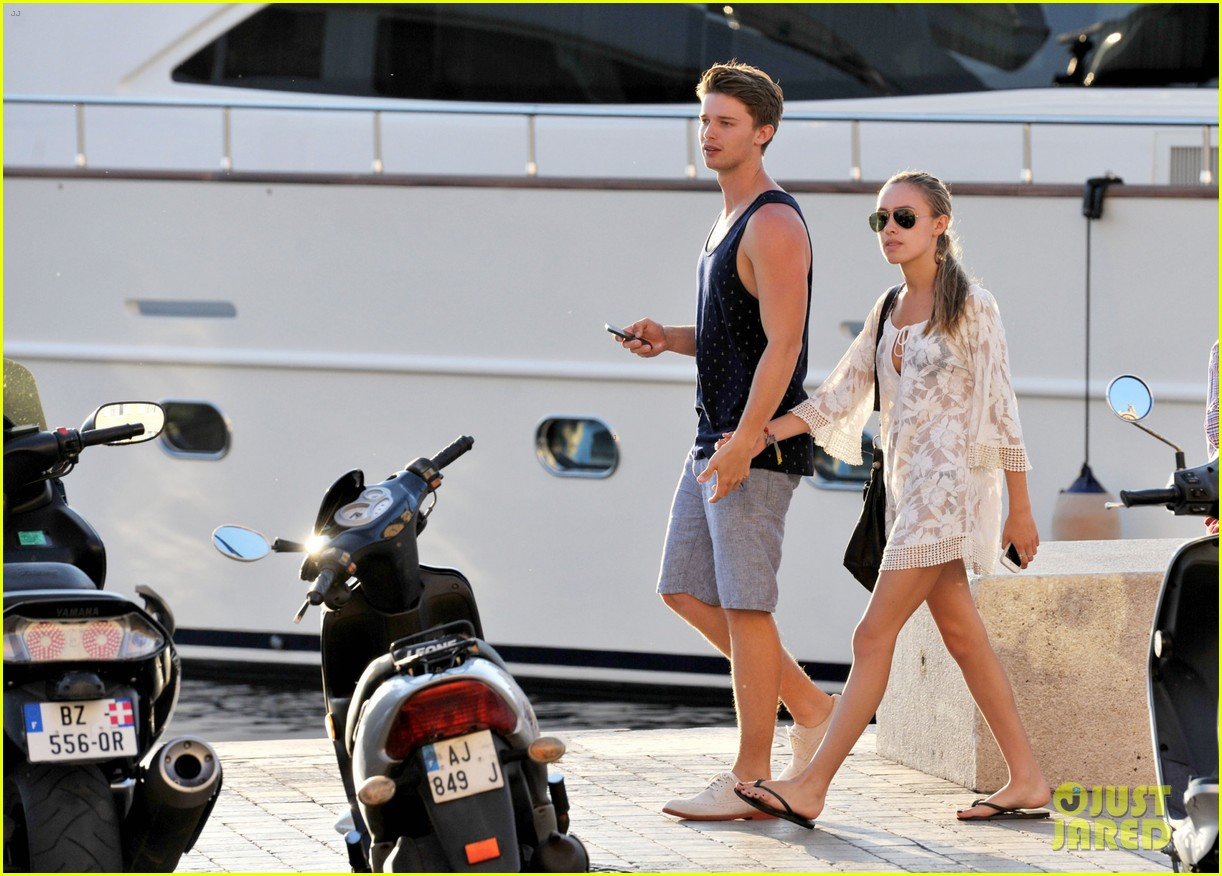 patrick schwarzenegger taylor burns hold hands in st tropez 042891026