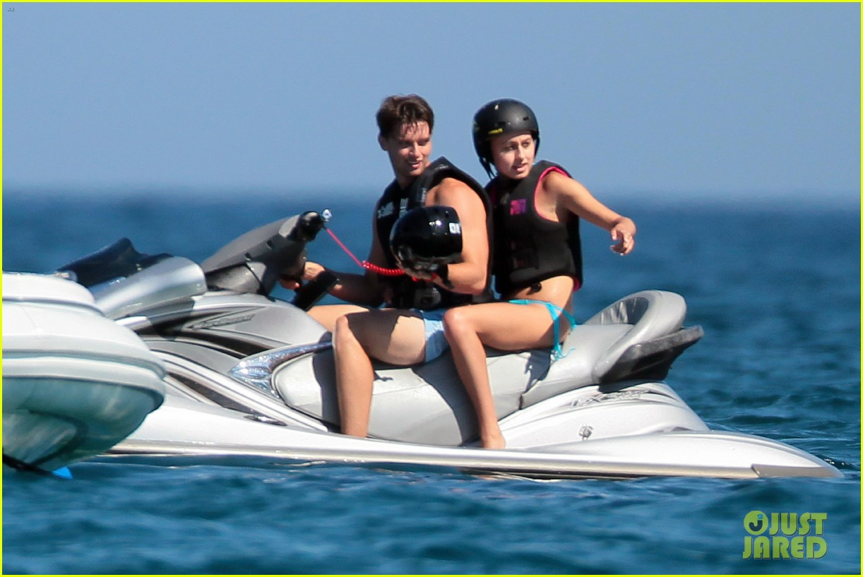 patrick schwarzenegger taylor burns hold hands in st tropez 10