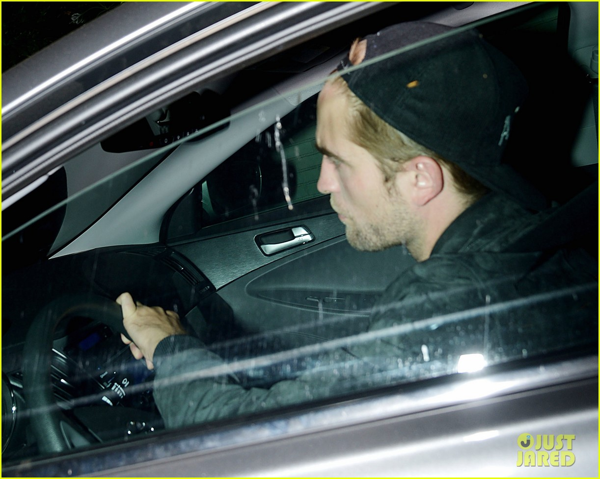 robert pattinson mindy kaling chateau marmont sightings 042894212
