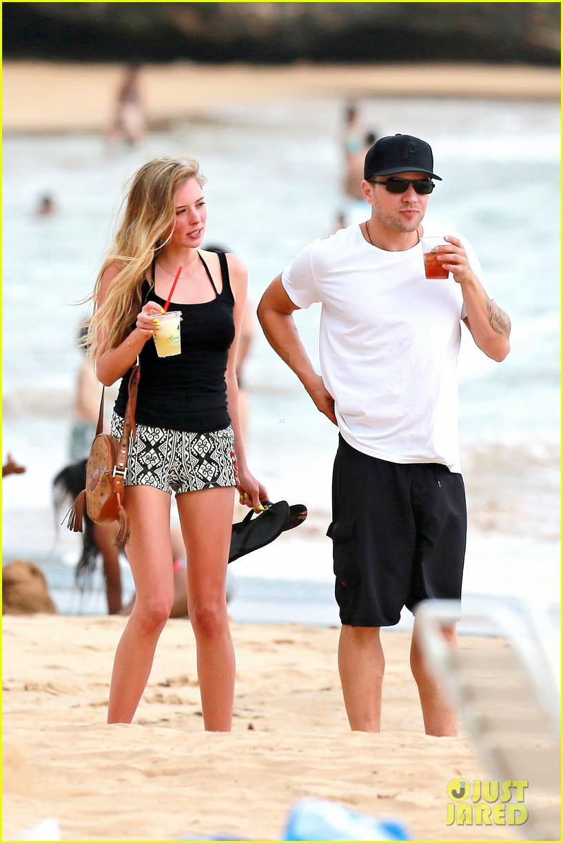 ryan phillippe hawaiian vacation with paulina slatger 012890520