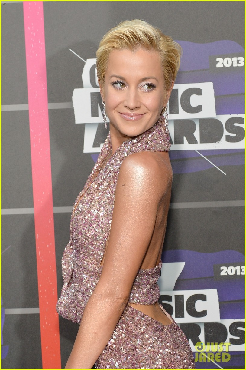 kellie pickler jana kramer cmt music awards 2013 red carpet 02