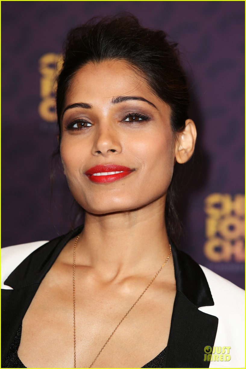freida pinto john legend chime for change concert media room 08