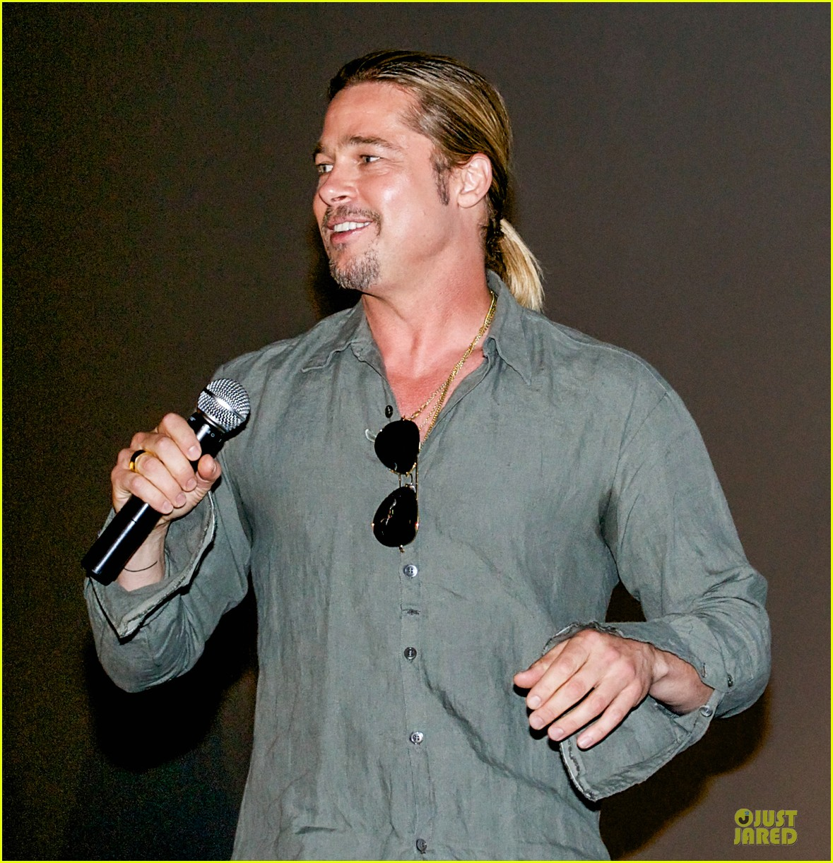 brad pitt world war z fan surprise in spain 062895872