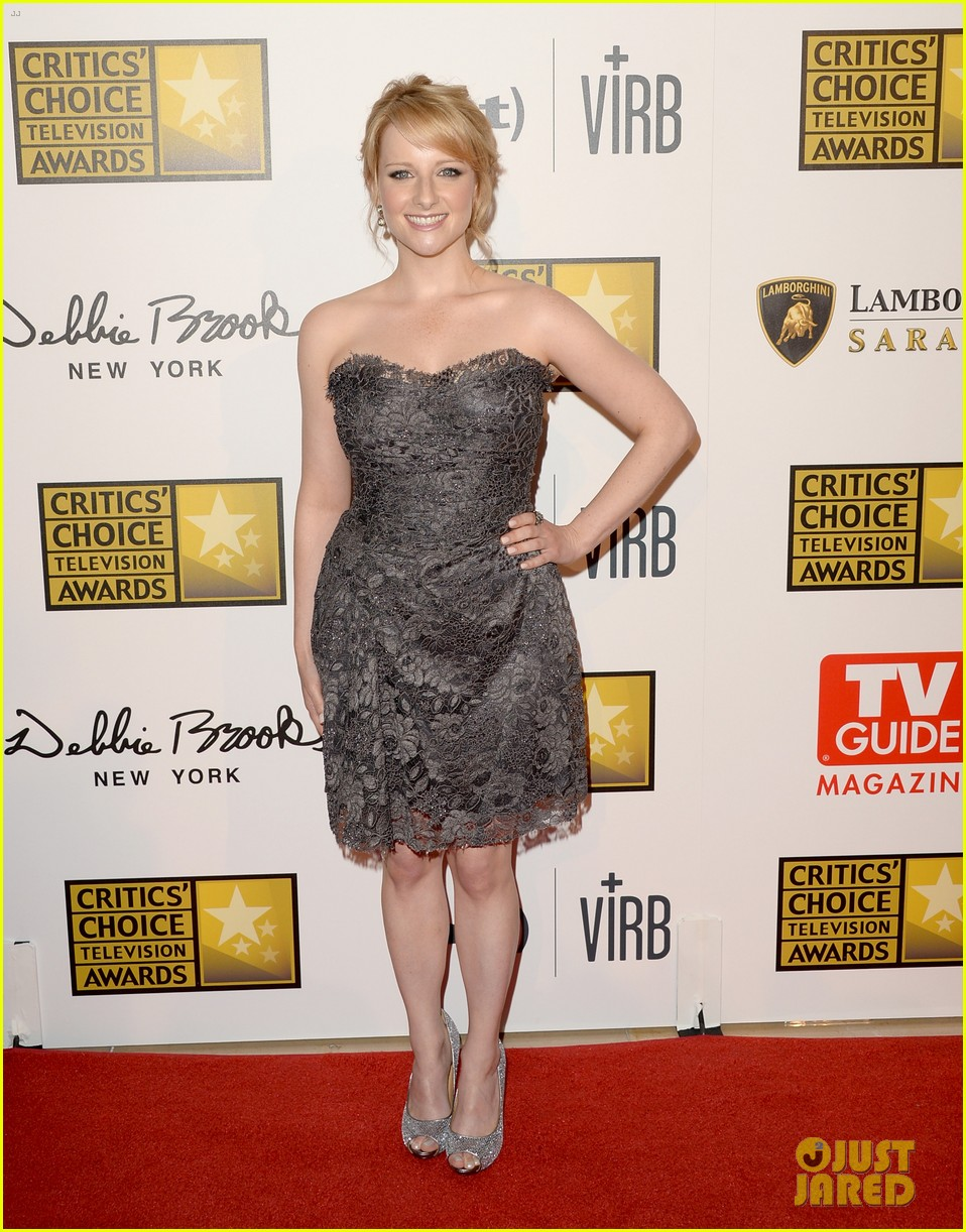 melissa rauch carly chaikin critics choice tv awards 2013 05