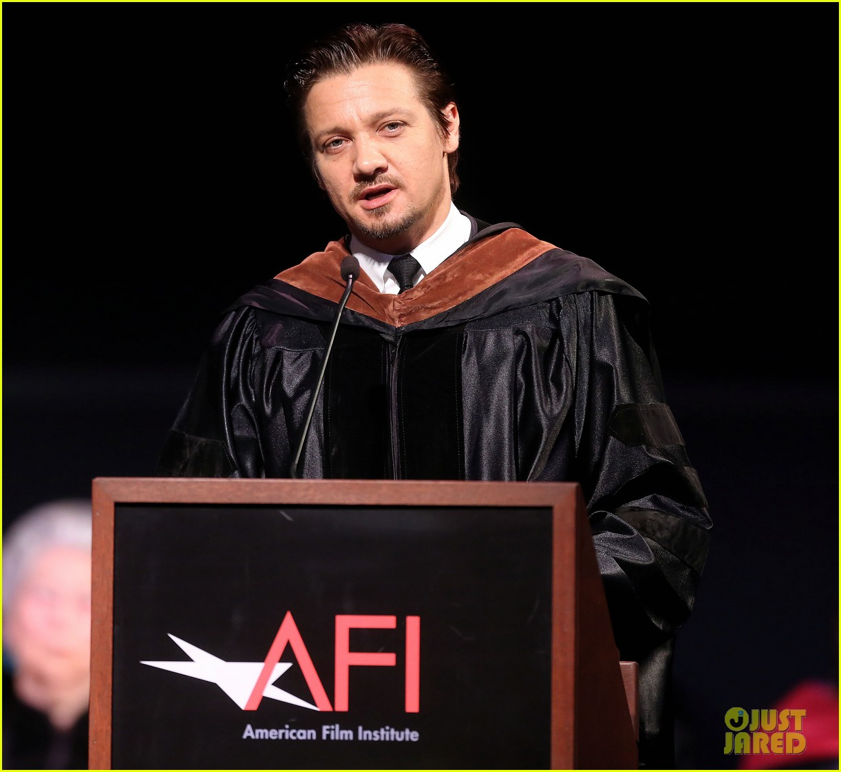 jeremy renner afi conservatory commencement ceremony 13