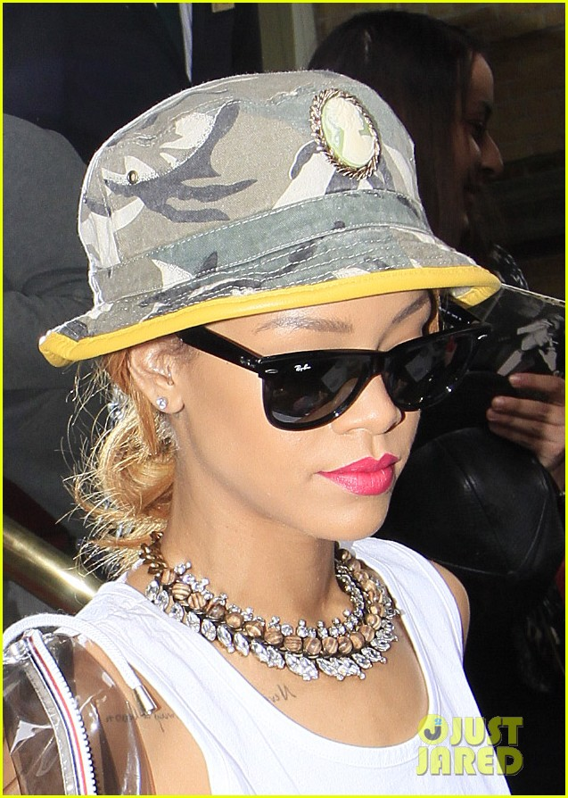 rihanna wears kate moss tank top in london 022898805