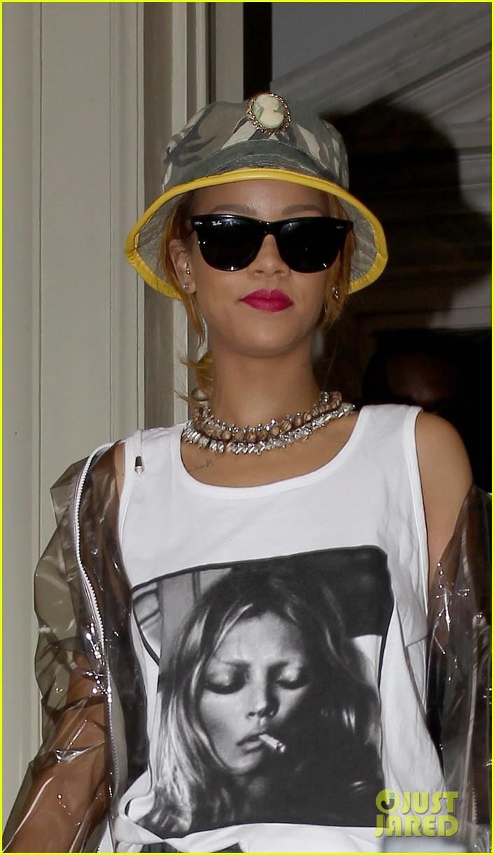 rihanna wears kate moss tank top in london 20