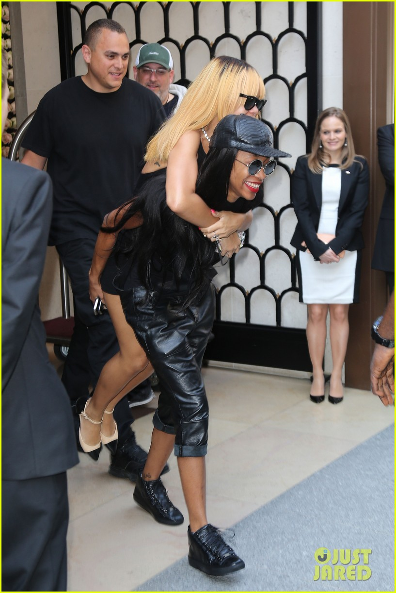 rihanna piggy back ride in paris 01