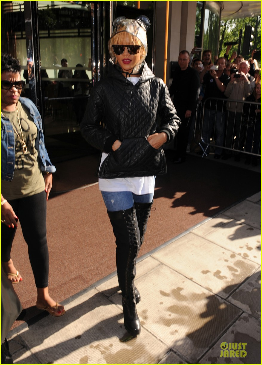 rihanna praised by this is the end cast 052891794