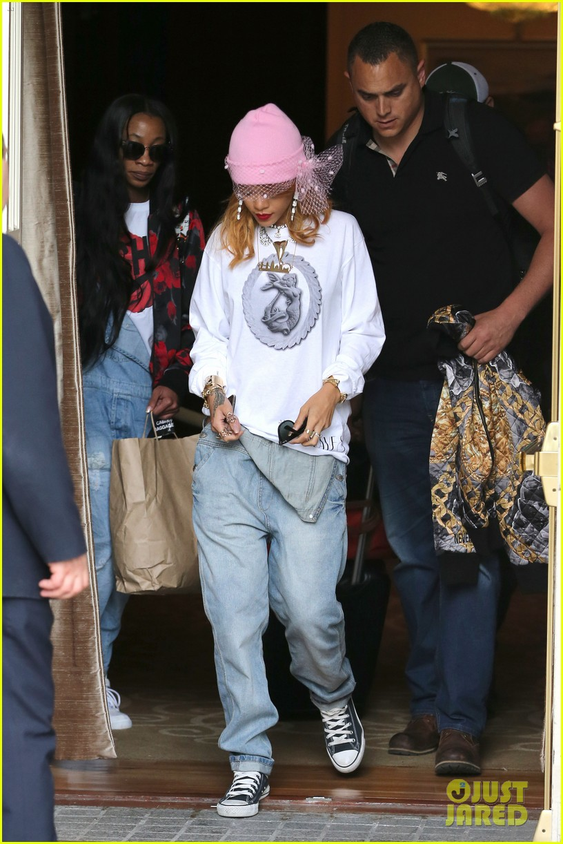 rihanna pink veiled beanie hat in amsterdam 08