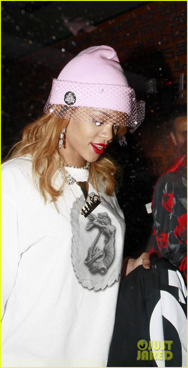 rihanna pink veiled beanie hat in amsterdam 12