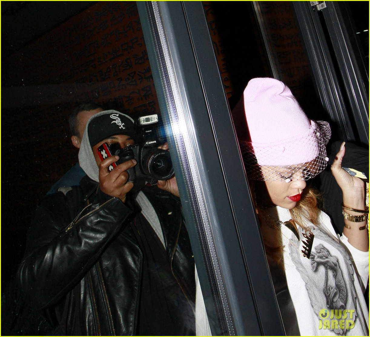 rihanna pink veiled beanie hat in amsterdam 17
