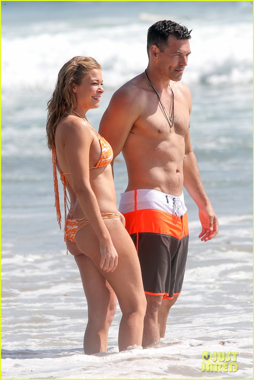 leann rimes bikini beach trip for eddie cibrian 40th bday 02