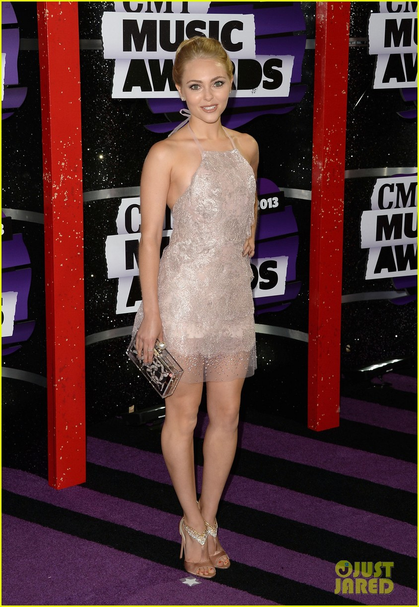 annasophia robb cmt music awards 2013 red carpet 03