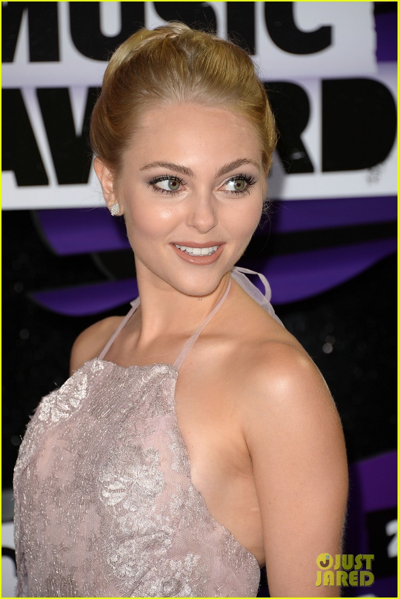annasophia robb cmt music awards 2013 red carpet 10