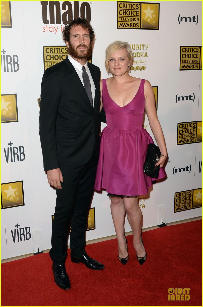 emmy rossum elisabeth moss critics choice television awards 2013 red carpet 03