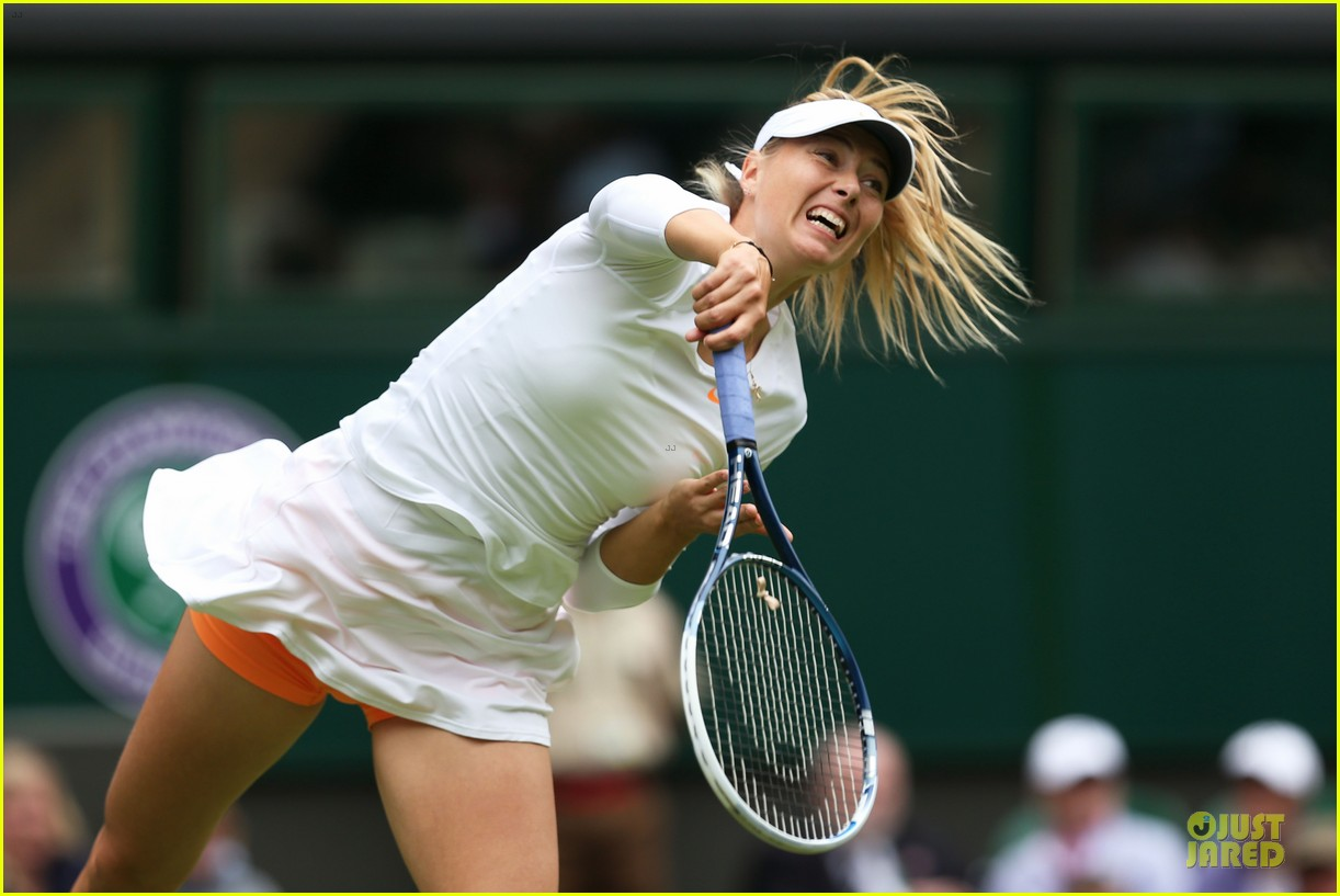 maria sharapova grigor dimitrov hold hands during wimbledon first rounds 08