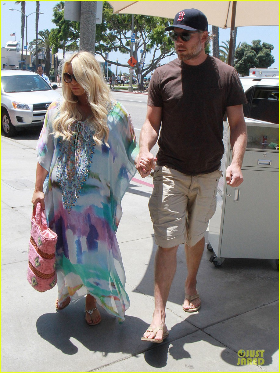 jessica simpson eric johnson hold hands for maxwell less lunch 122896302