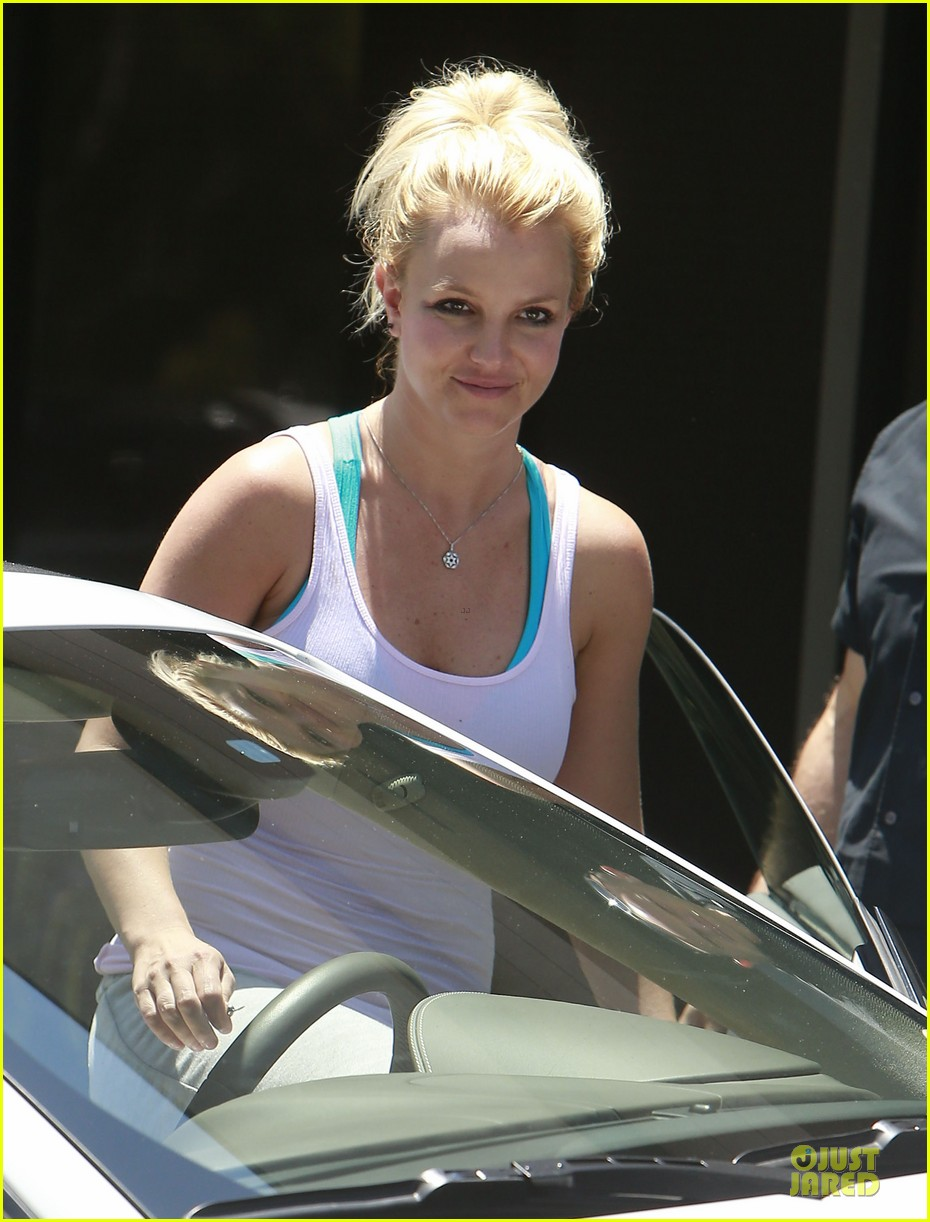 britney spears tweets oh la la behind the scenes pic 10