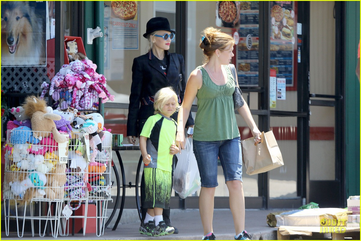 gwen stefani zuma pet supplies shopping duo 22