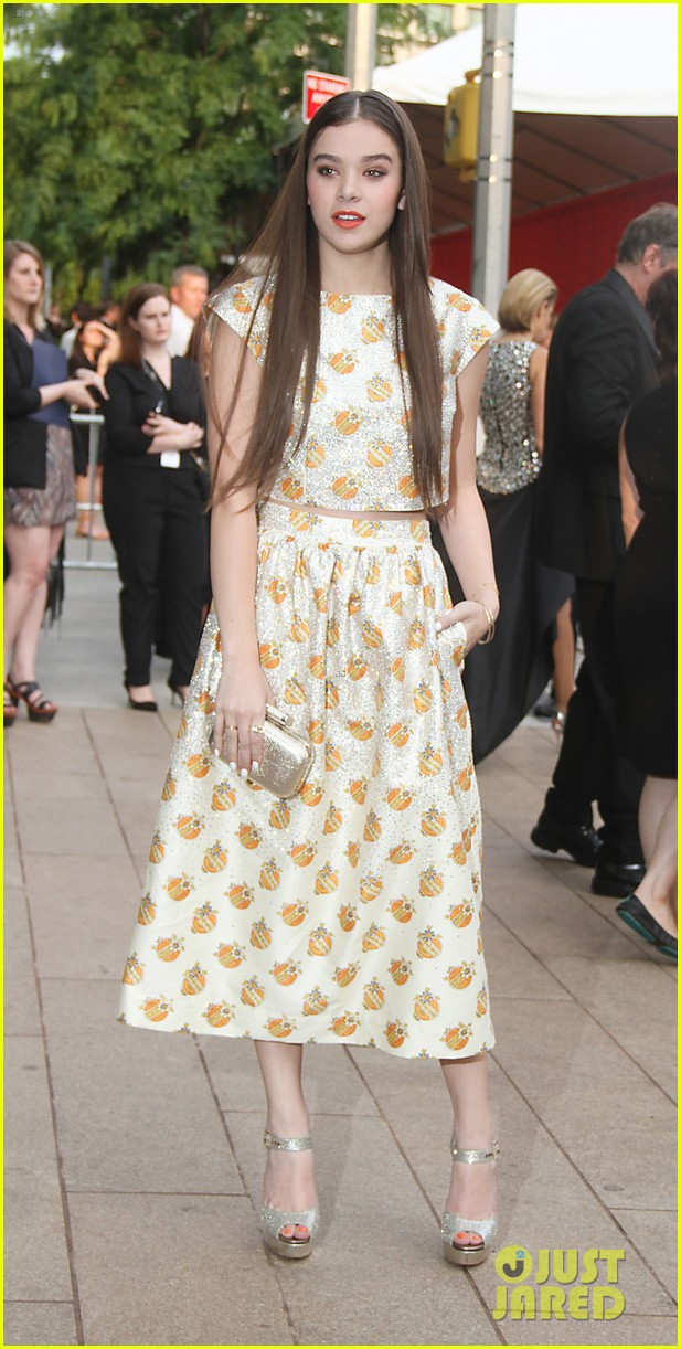 hailee steinfeld douglas booth cfda fashion awards 2013 092883927