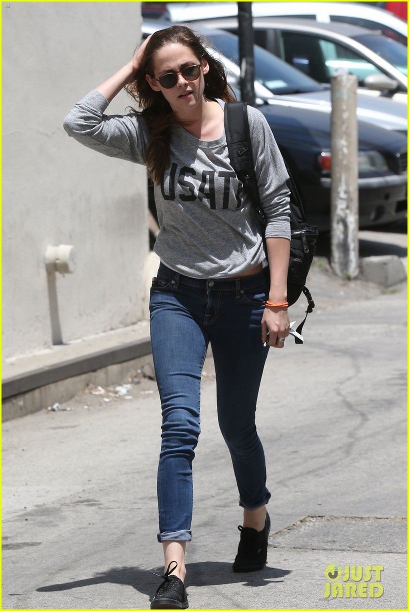 kristen stewart office building stop on thursday 09