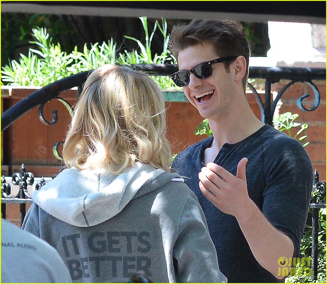 emma stone andrew garfield film spiderman with sally field 02
