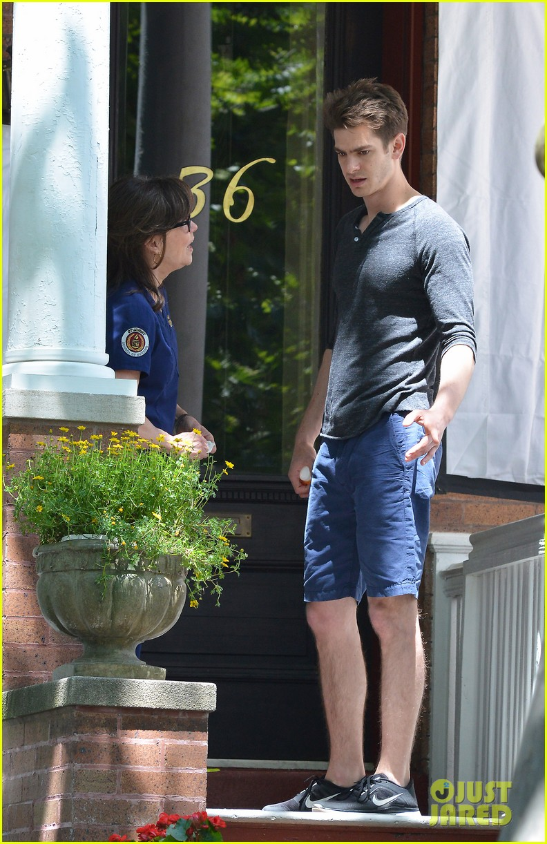 emma stone andrew garfield film spiderman with sally field 24