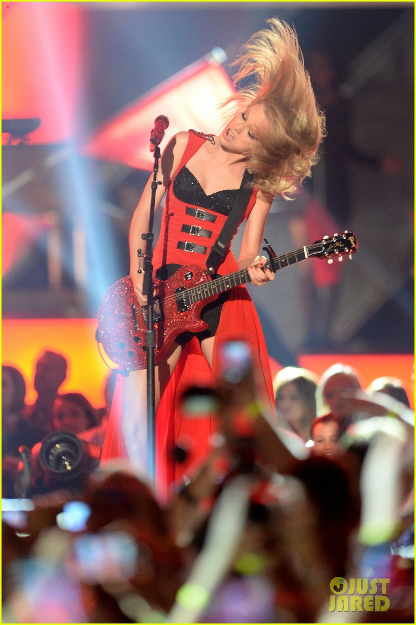 taylor swift cmt music awards performance 2013 video 032885248