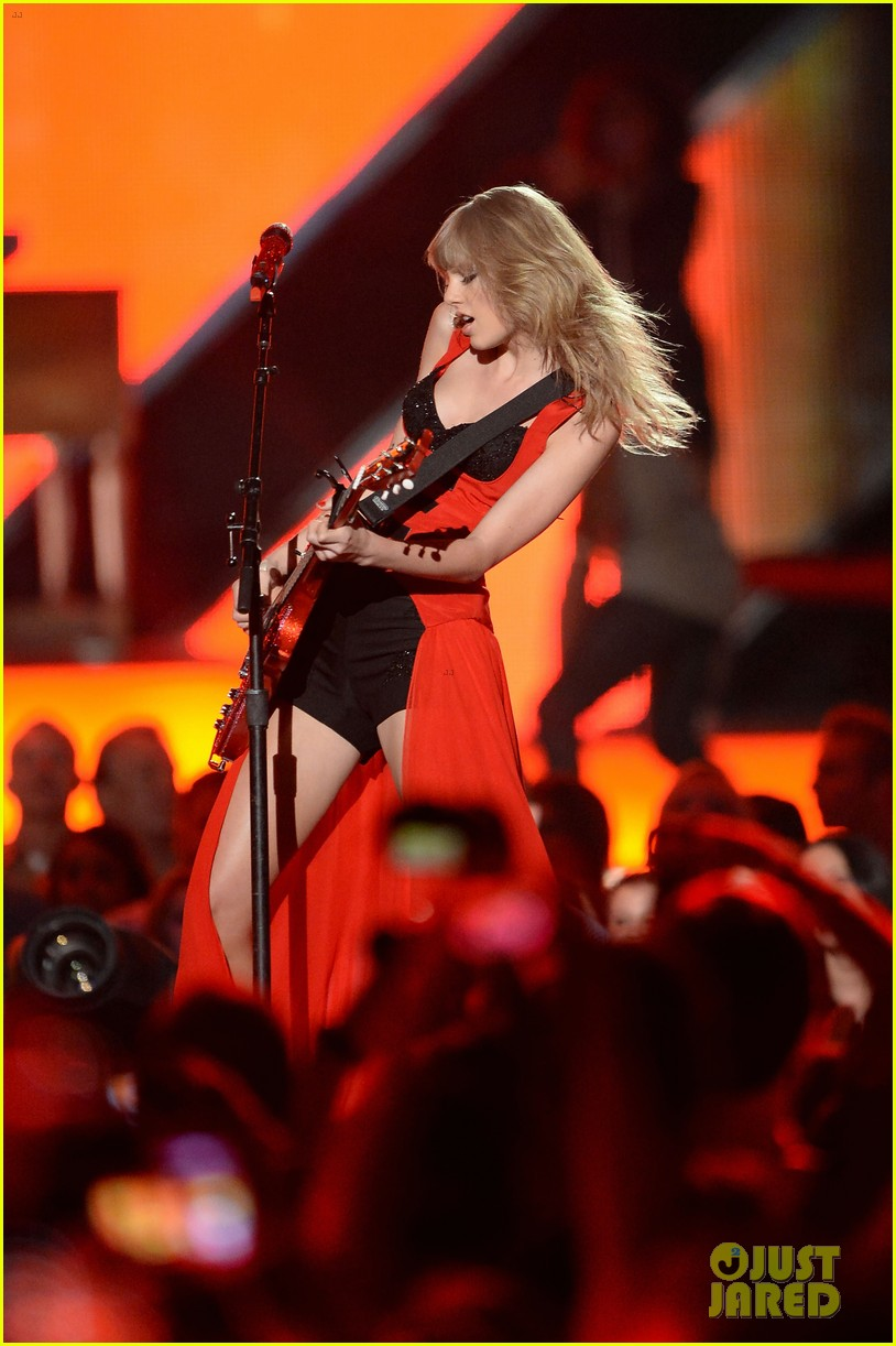 taylor swift cmt music awards performance 2013 video 202885265