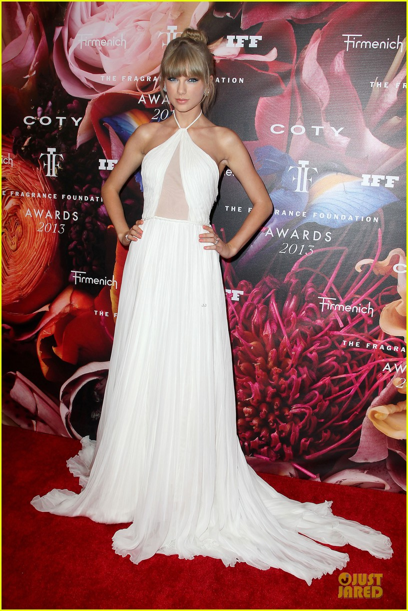 taylor swift fragrance foundation awards red carpet 052889995