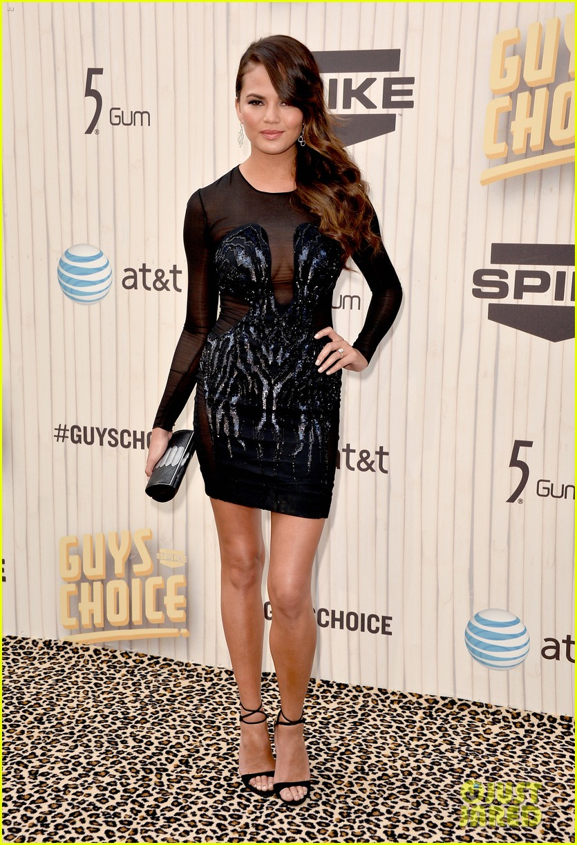 chrissy teigen katherine webb guys choice awards 2013 01