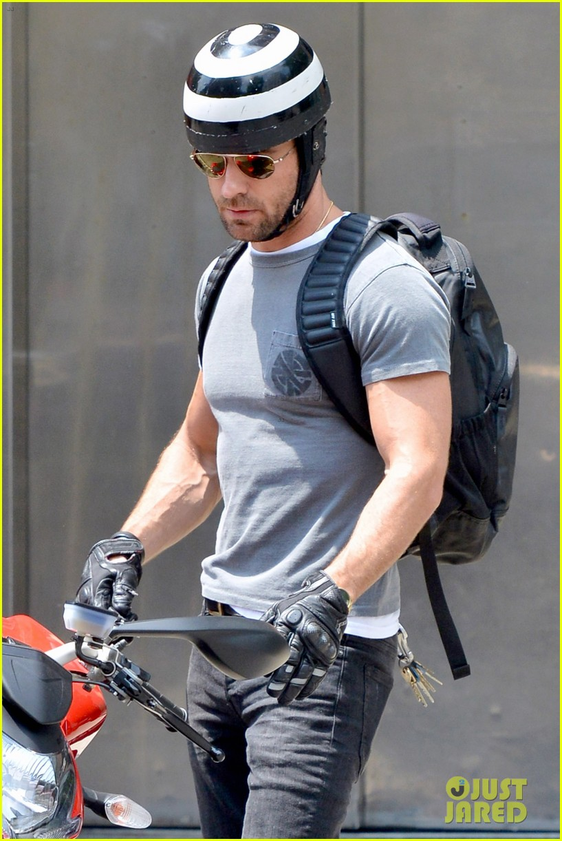 justin theroux ducati dude in new york 112897740