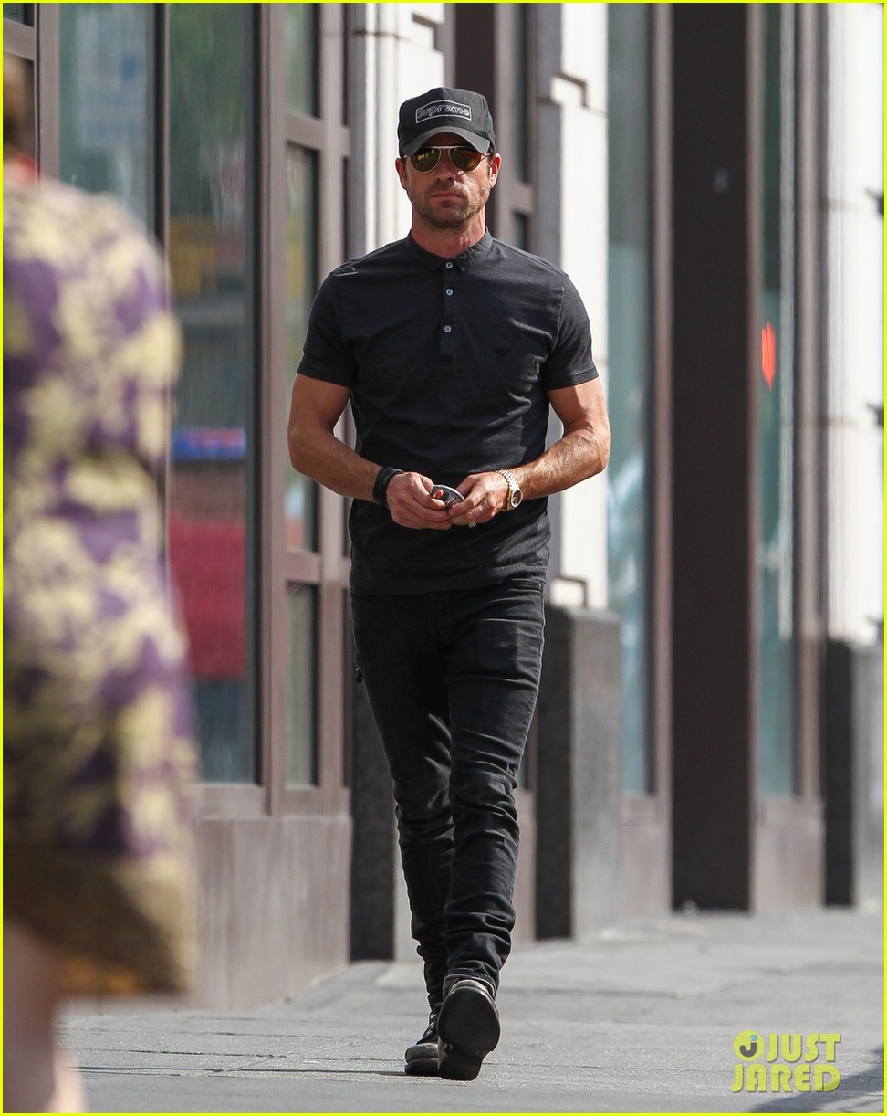 justin theroux bar pitti lunch stop 02