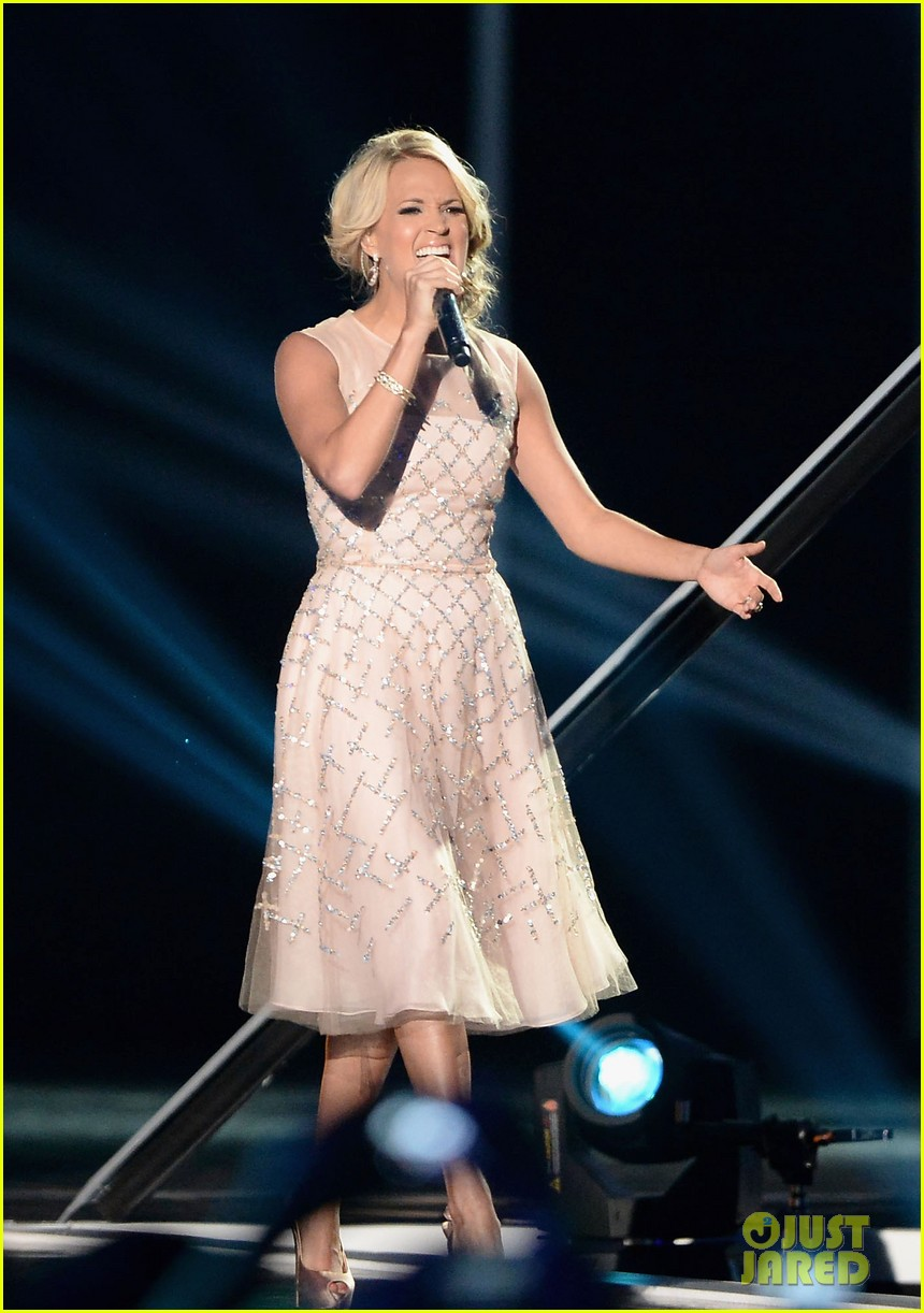 carrie underwood cmt music awards performance 2013 03