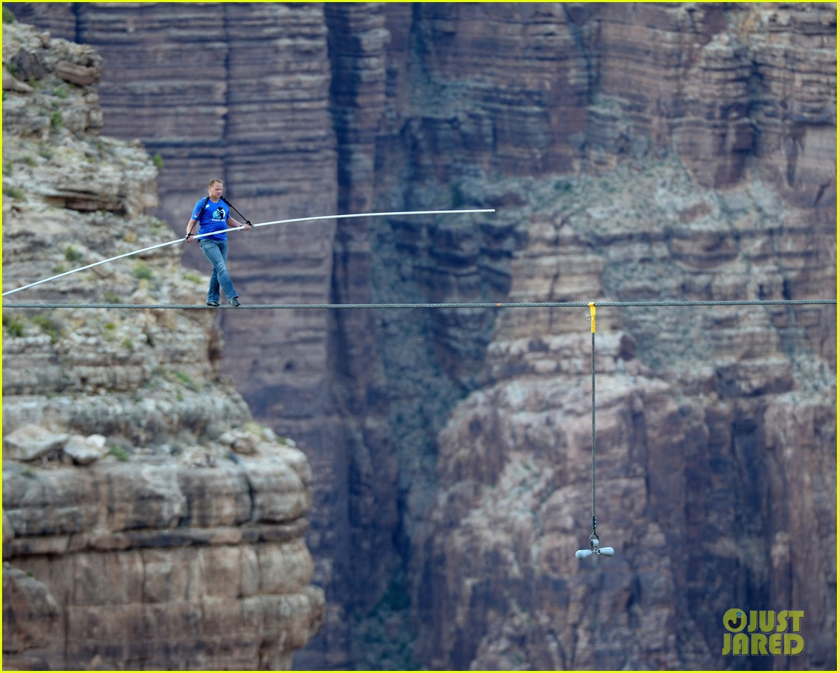 nik wallenda skywire tightrope walk across grand canyon 042897553