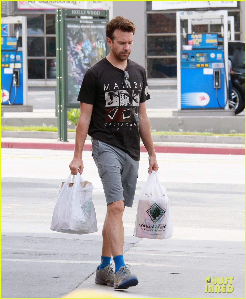 olivia wilde grocery shopping with jason sudeikis 01