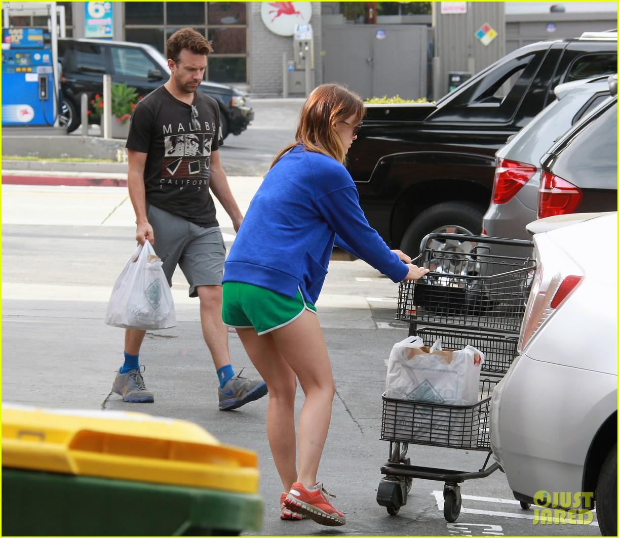 olivia wilde grocery shopping with jason sudeikis 03