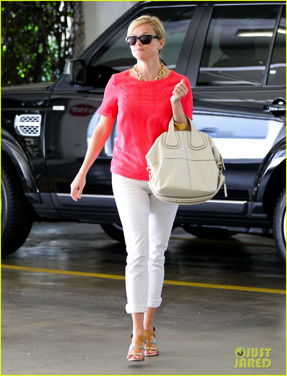 reese witherspoon obsessed with new boots 082900050