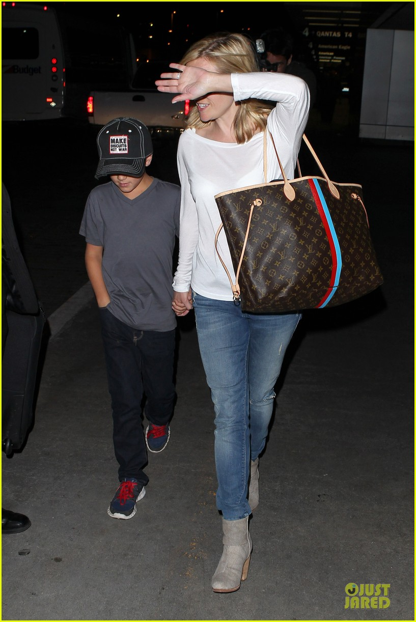 reese witherspoon deacon lax landing after fathers day  22