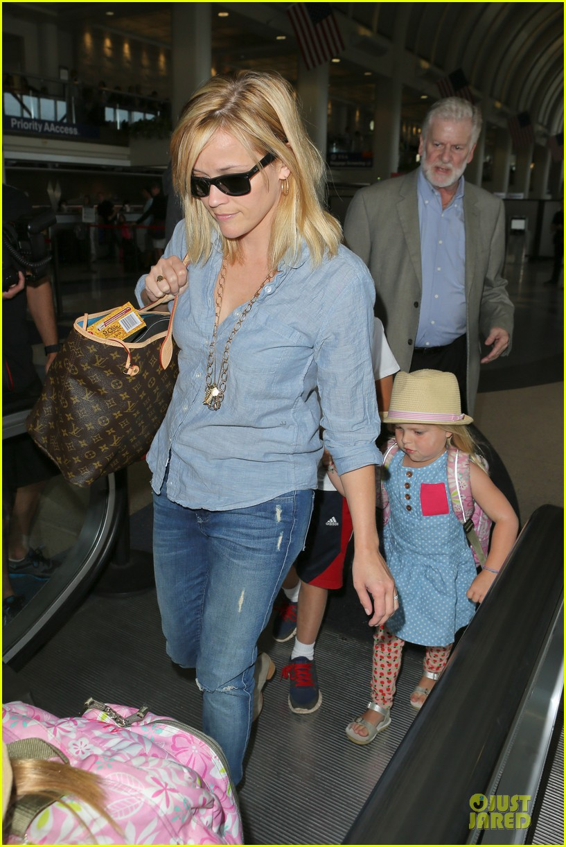 reese witherspoon lax departure for fathers day weekend 13