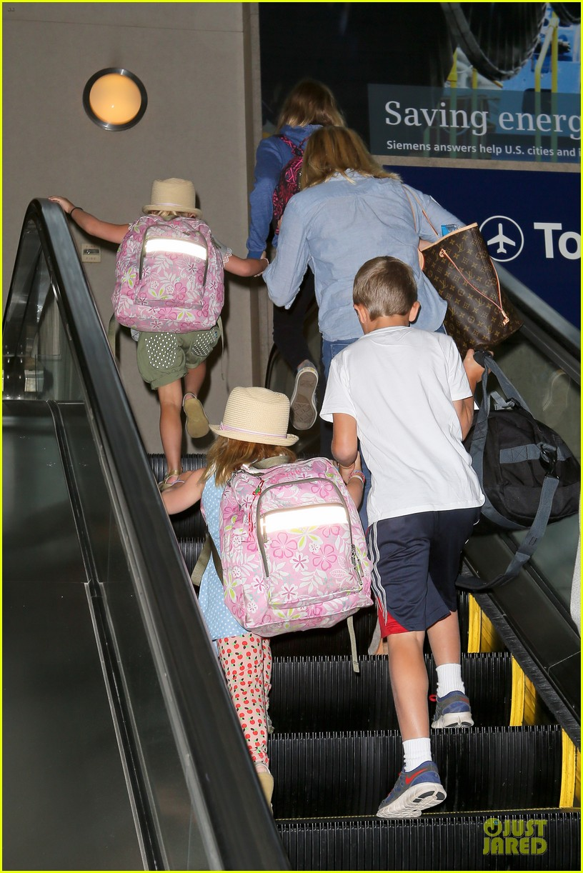 reese witherspoon lax departure for fathers day weekend 15