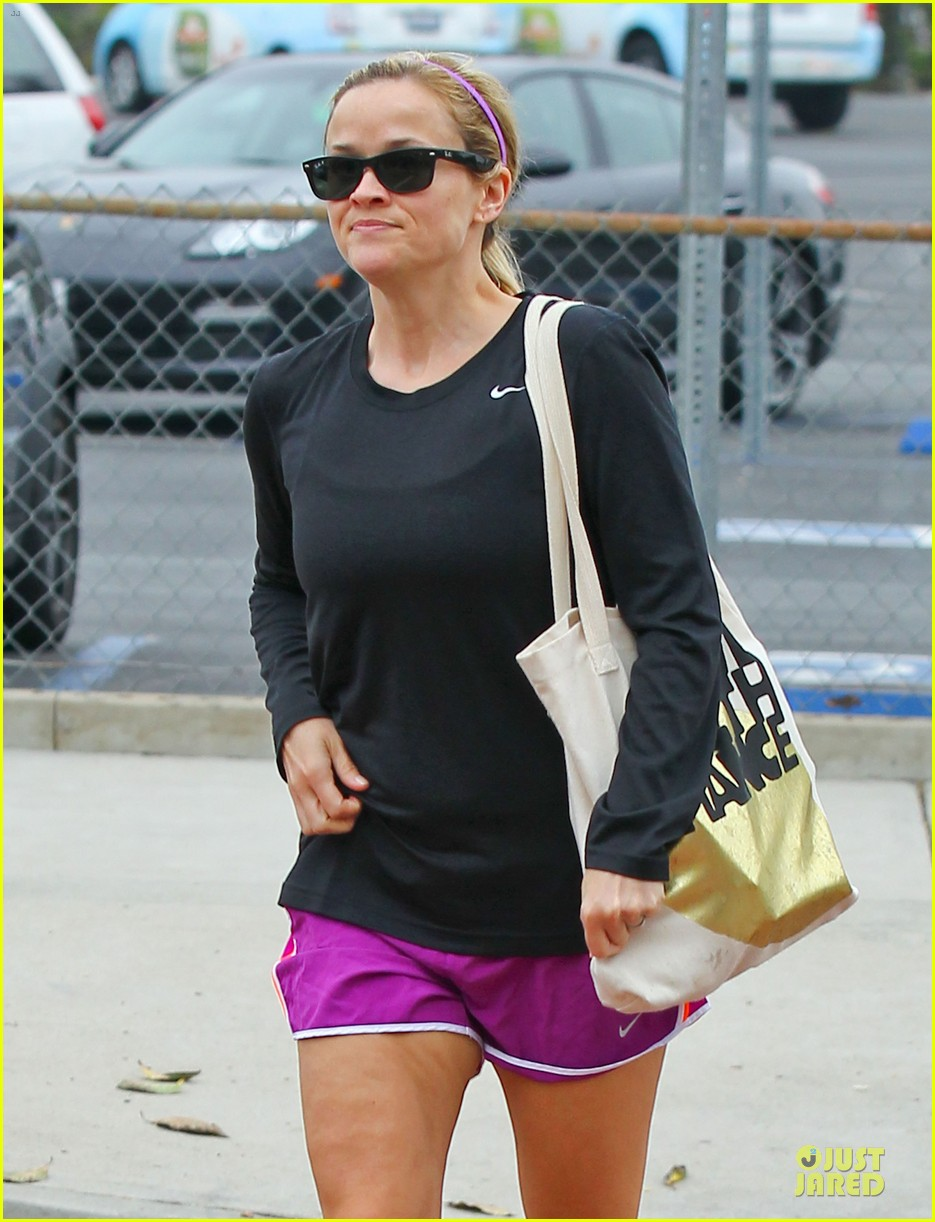 reese witherspoon friday fun workout with gal pal 02