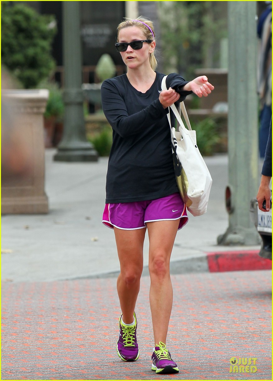 reese witherspoon friday fun workout with gal pal 13
