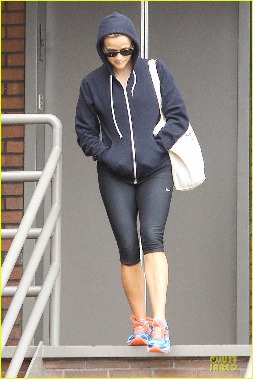 reese witherspoon retail therapy after morning workout 072889900