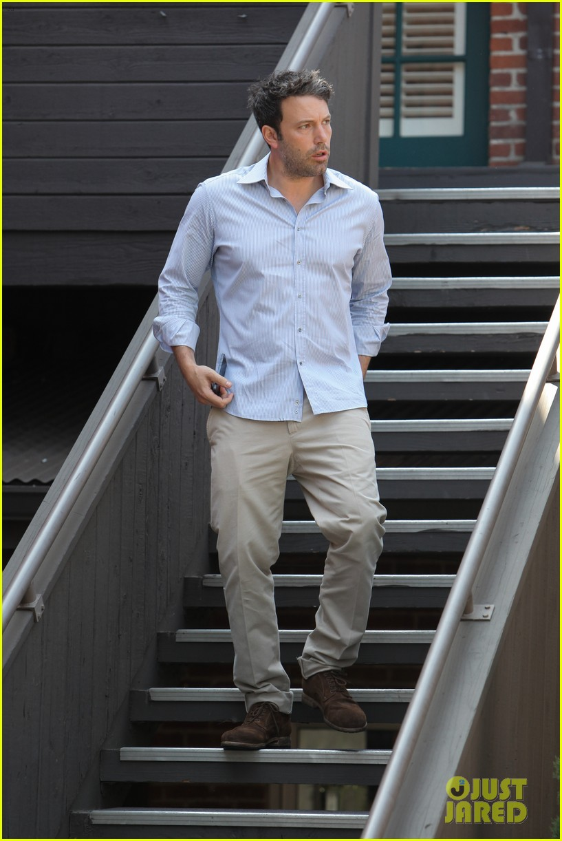 ben affleck business meeting in pasadena 02