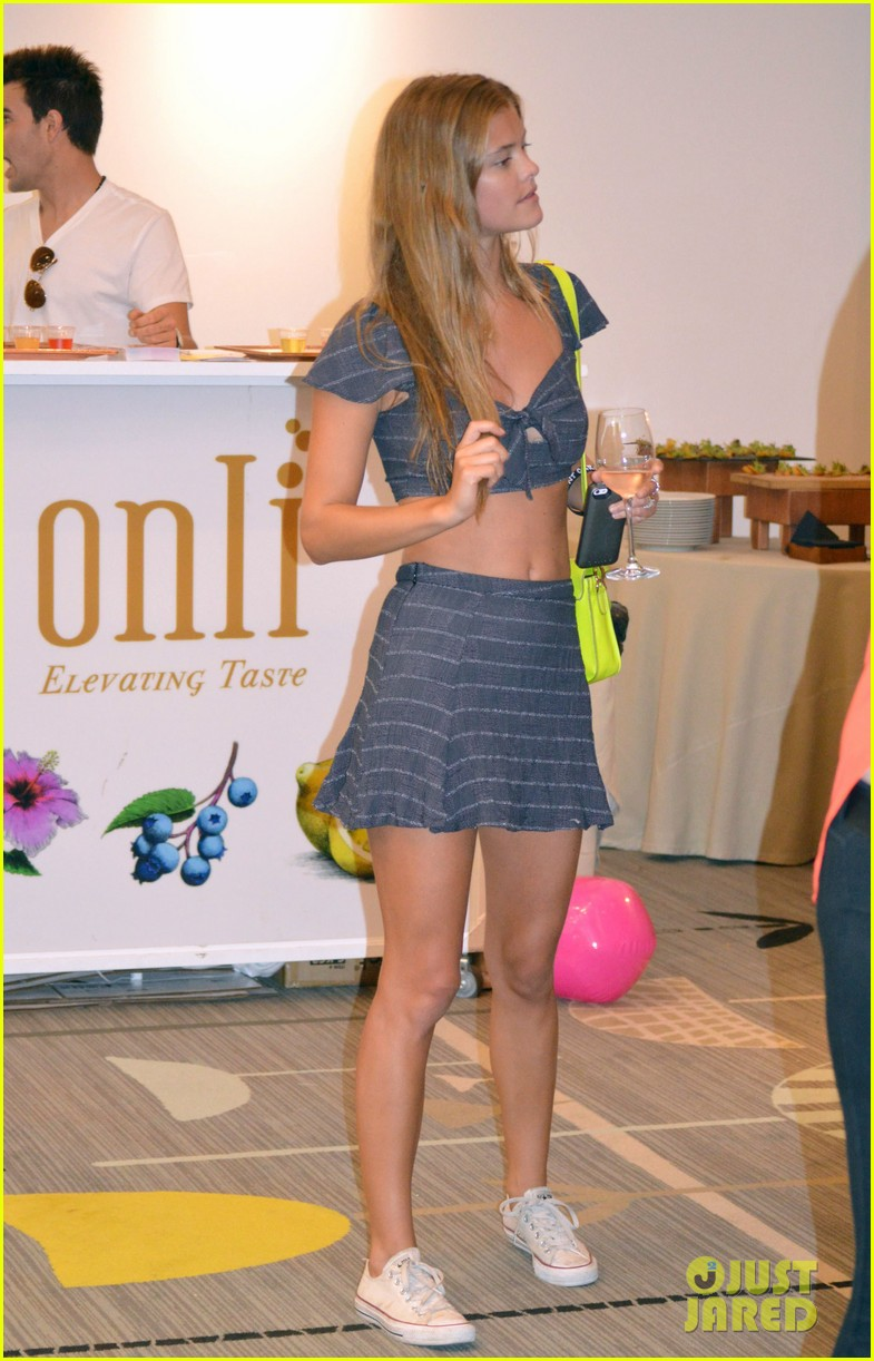 nina agdal miami fashion week fun 01