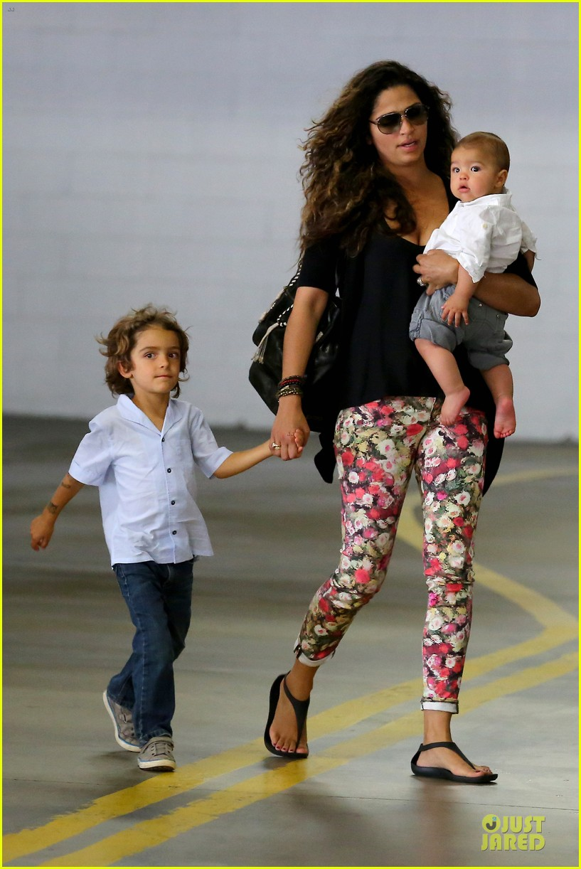 camila alves aquarium shopping after doctor's office with boys 08